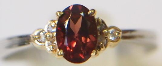 新品 送料無料 Pt900/K18YG製 天然 ガーネット スリム&シンプル ダイヤ入り リング/プラチナ イエローゴールド コンビ/指輪/1月 誕生石_綺麗なガーネットが使われています。