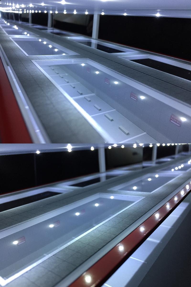 ジオラマ:1/64 ショールーム&ガレージⅤ(シルバーメタリック)/シャッター&LED照明付/前面道路付/ホコリ対策モデル!_画像8