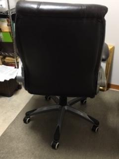 高級感ある茶色の椅子です。高さ102cm~109cm(伸び縮み可),横70cm,奥行約75cm_画像4