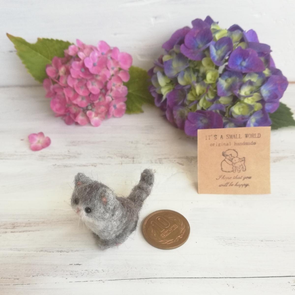 IT'S A SMALL WORLD*羊毛ミニチュア子猫・さばとら猫 お座りポーズ・レギュラーサイズ*羊毛フェルト_画像6