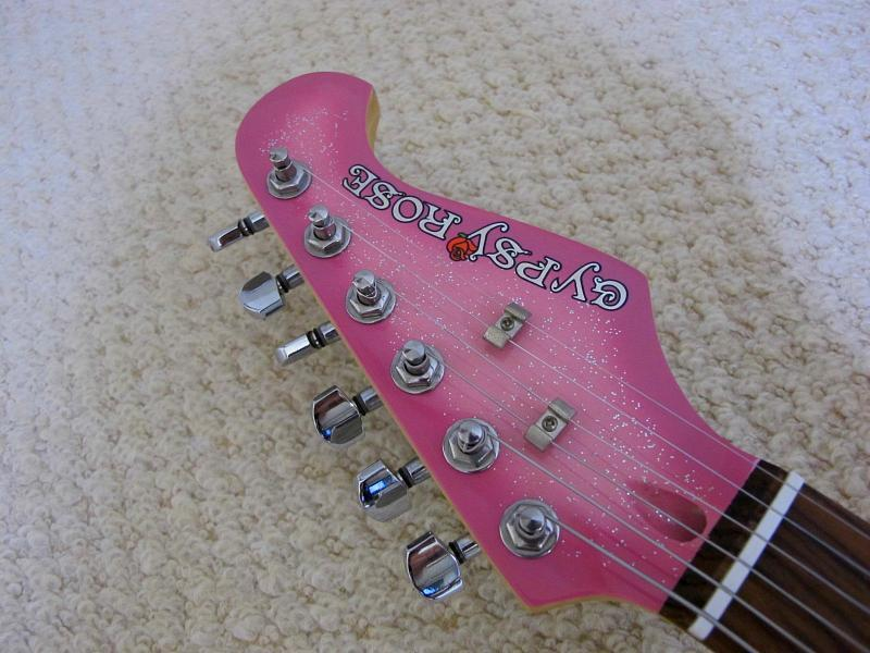 GYPSY ROSE /ジプシーローズのストラトタイプギターです_画像4
