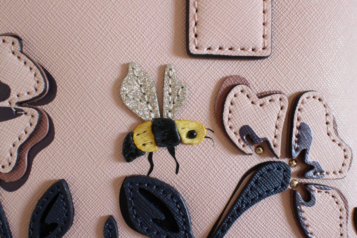 ■新品■未使用■タグ付きケイトスペードKate Spade本革製2WAYハンドバッグ斜めがけ可憐でかわいいベビーピンク色sutekinabag蜂BEE花柄刺繍_画像5