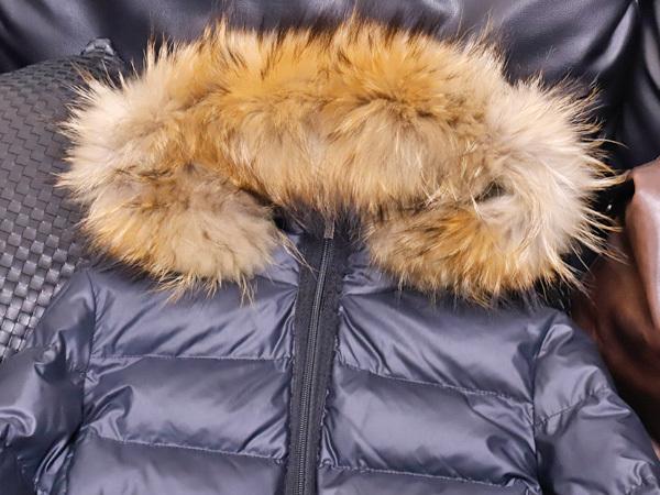 モンクレール 超大判ラクーンファー毛皮フード付きベルテッドダウンコート サイズ0 女性服 ジャケット ブルゾン MONCLER 本物 国内正規_画像3