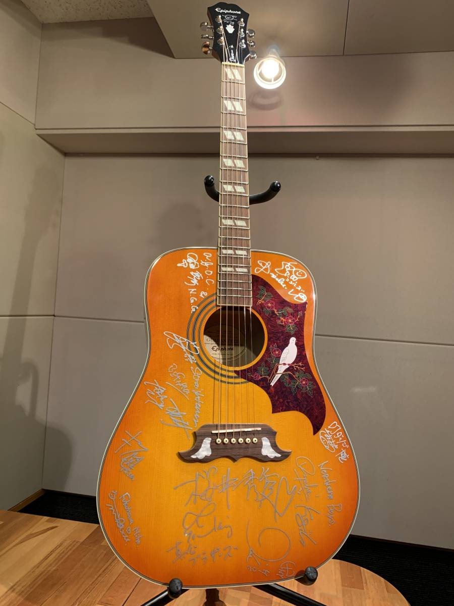 Rocks ForChile DAY1出演アーティストサイン入りギター(ストレイテナー、村松拓、佐々木亮介、真心ブラザーズ、新里英之、福原美穂など)