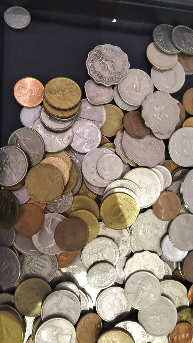 【A3997】お宝あるかも!! 外国銭 香港 中国 アメリカ その他 海外 紙幣 硬貨 まとめ 1000gオーバー_画像2
