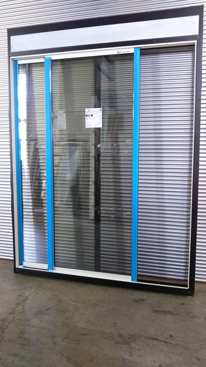 023 窓サッシ 引き取り限定 電動リモコン シャッター付引違窓 16520_画像4