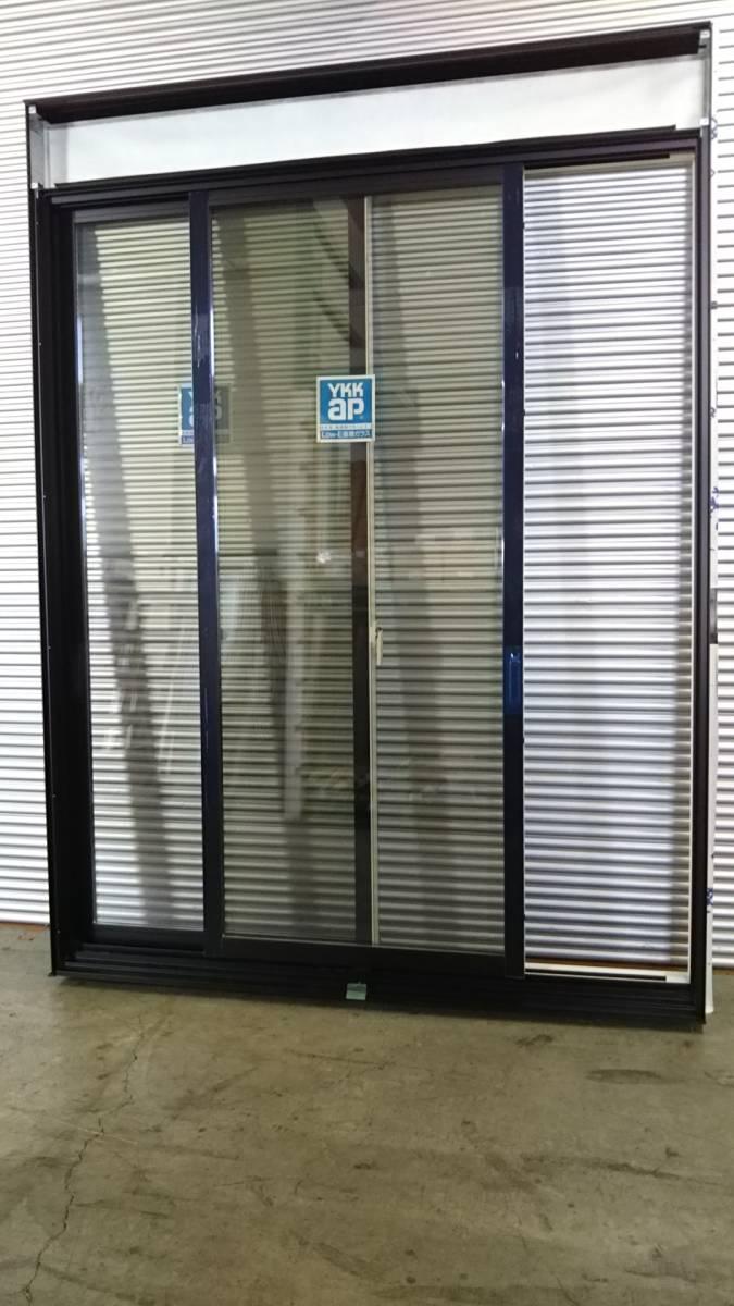 023 窓サッシ 引き取り限定 電動リモコン シャッター付引違窓 16520_画像2