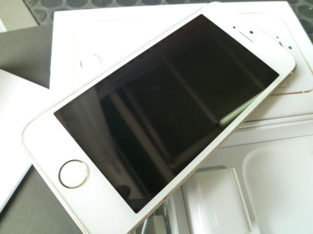 iPhone SE 32GB ゴールド SIMロック 解除 シムフリー 箱 付属品付き アイフォン UQモバイル アクティベーションロック解除済みです_画像5