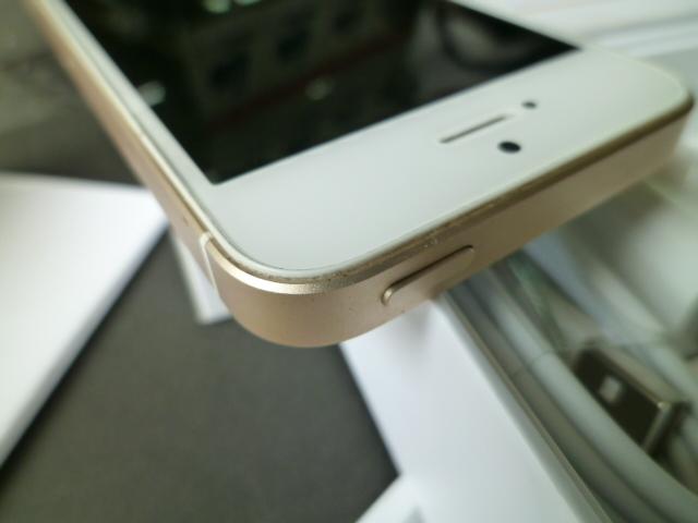 iPhone SE 32GB ゴールド SIMロック 解除 シムフリー 箱 付属品付き アイフォン UQモバイル アクティベーションロック解除済みです_画像7