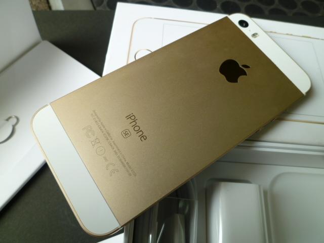 iPhone SE 32GB ゴールド SIMロック 解除 シムフリー 箱 付属品付き アイフォン UQモバイル アクティベーションロック解除済みです_画像3