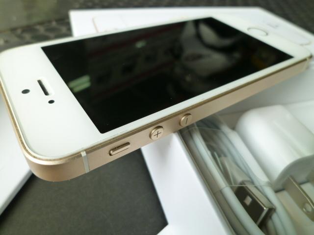 iPhone SE 32GB ゴールド SIMロック 解除 シムフリー 箱 付属品付き アイフォン UQモバイル アクティベーションロック解除済みです_画像8