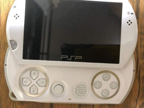 SONY PSP Go 本体 PSP-N1000 ホワイト 動作未確認 ジャンク扱い_画像4
