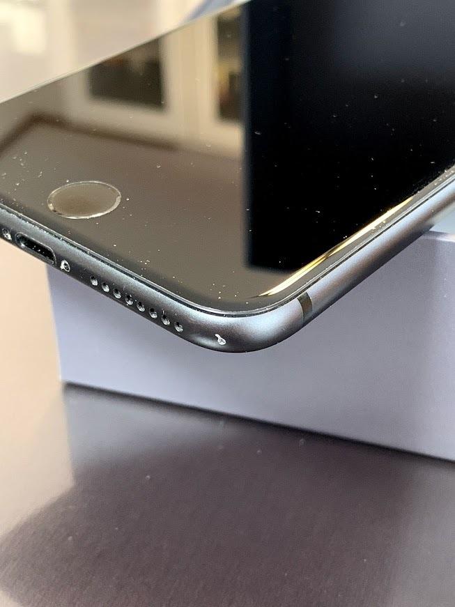 【中古美品】DoCoMo iPhone 8 Plus 256GB スペースグレイ_画像2