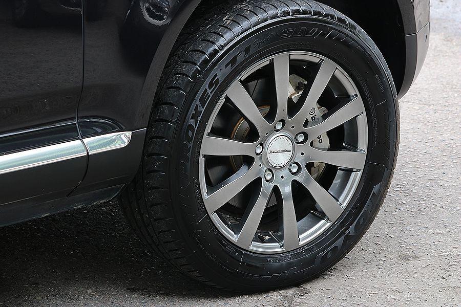 【 上級グレード / 実走行7万k 】 2005y VW トゥアレグ V8 CDCエアサス ベージュインテリア カスタムオーディオ_社外18インチAW bremboキャリパー