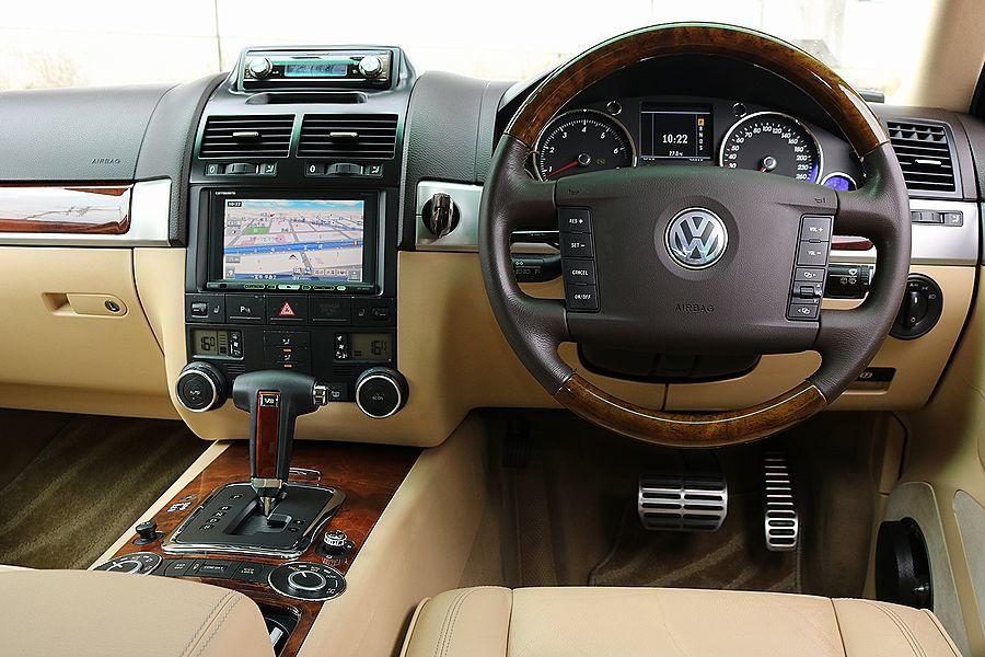 【 上級グレード / 実走行7万k 】 2005y VW トゥアレグ V8 CDCエアサス ベージュインテリア カスタムオーディオ_HDDナビ DVD 地デジ カスタムオーディオ