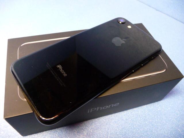 ★ 極美品 docomo iPhone 7 128GB ジェットブラック SIMフリー判定○★_画像8