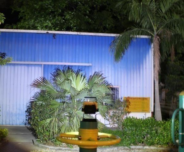 1円 展示処分品 【充電式 LED 投光器 30W 角型】 ワークライト 屋外照明 非常灯 ライト キャンプ フィッシング 釣り アウトドア 作業灯_画像5