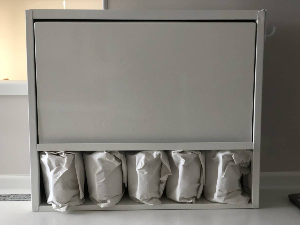 [中古良品] スチール製 キッチン収納 フラップ扉が便利な 調味料入れ スパイスラック 省スペース 棚 調味料ポット