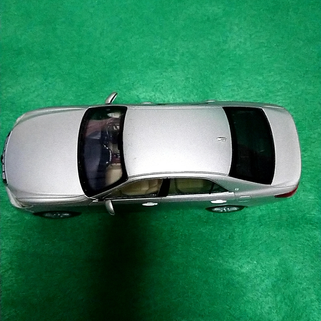 トヨタ クラウンロイヤルサルーン 非売品 カラーサンプル プレシャスシルバー_画像4