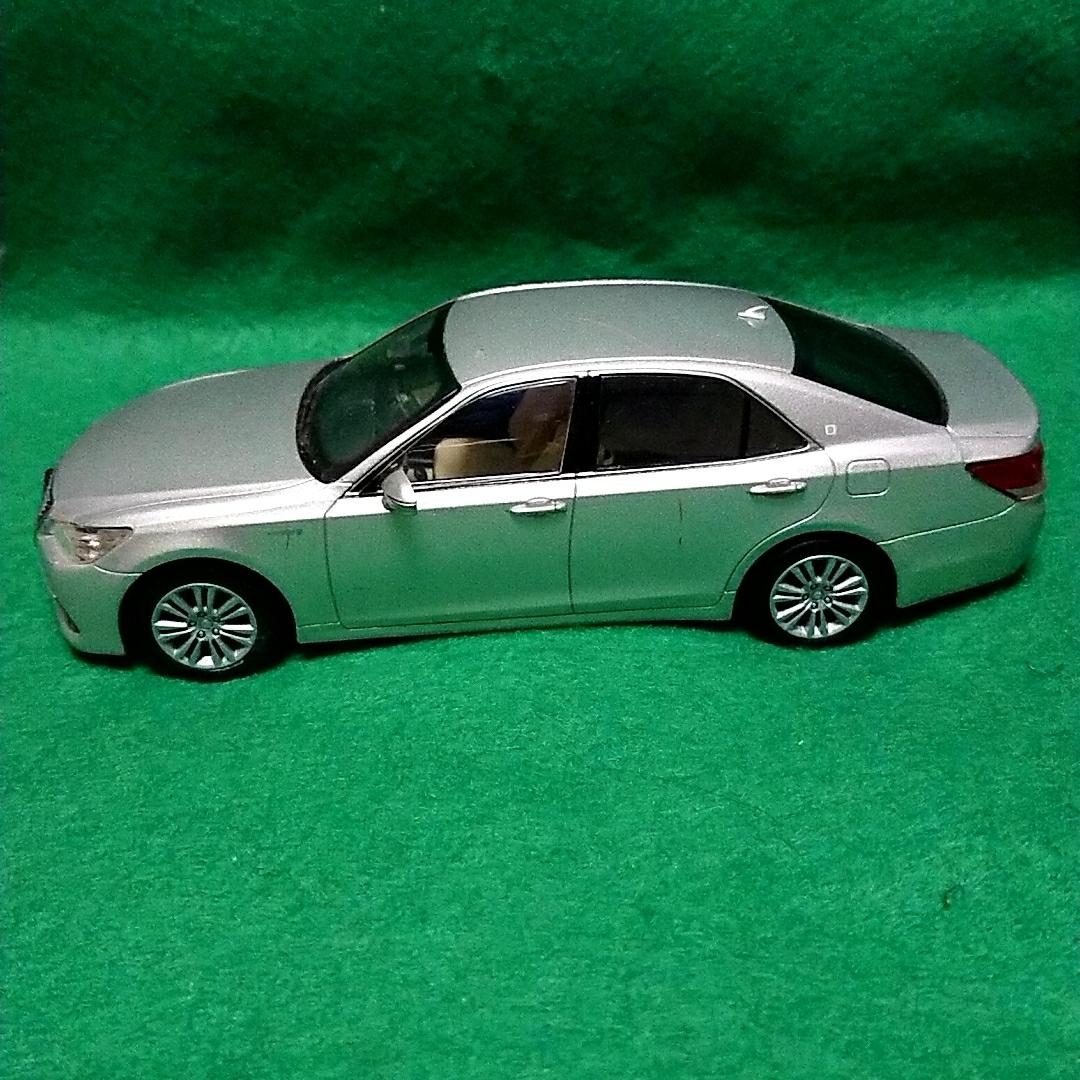 トヨタ クラウンロイヤルサルーン 非売品 カラーサンプル プレシャスシルバー_画像2