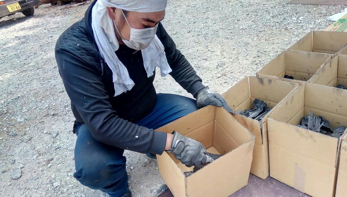 広島県産の炭(送料込)_画像3