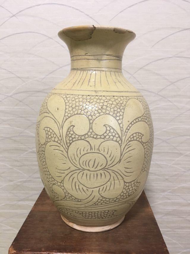 磁州窯 白磁線彫 牡丹文瓶_画像1