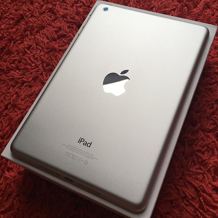 ◆◇美品 iPad mini Wi-Fiモデル 16G 白 White 国内正規品 新品アダプタとケーブル◆◇_画像2