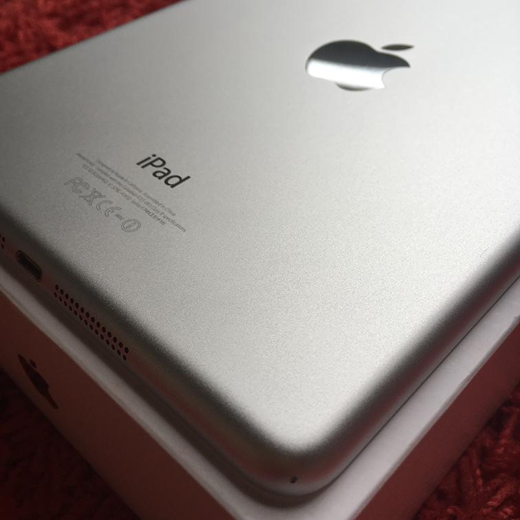 ◆◇美品 iPad mini Wi-Fiモデル 16G 白 White 国内正規品 新品アダプタとケーブル◆◇_画像3