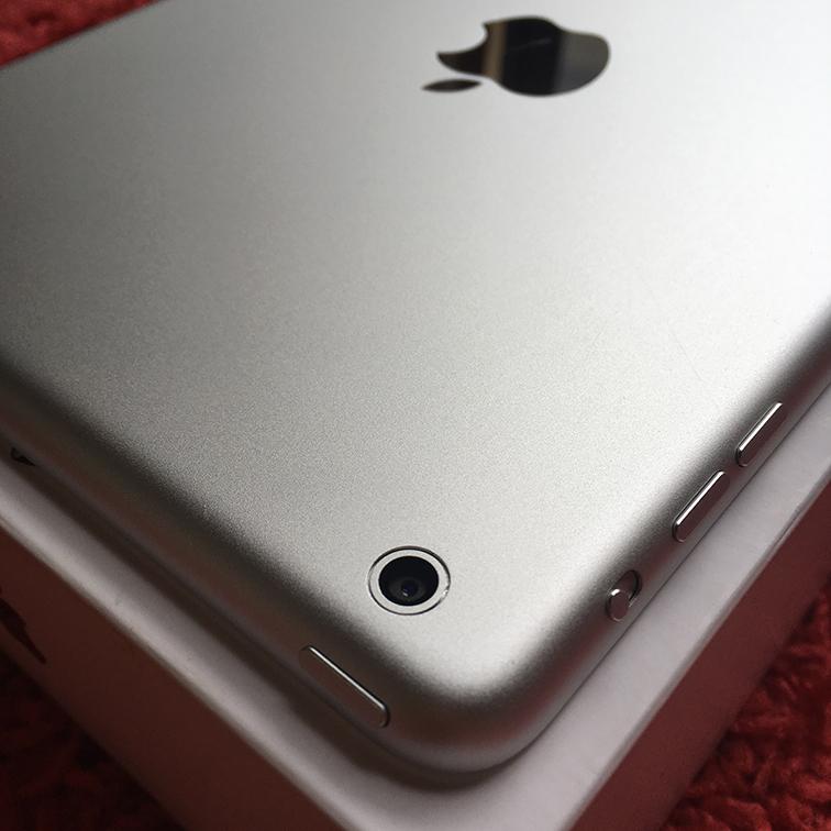 ◆◇美品 iPad mini Wi-Fiモデル 16G 白 White 国内正規品 新品アダプタとケーブル◆◇_画像4