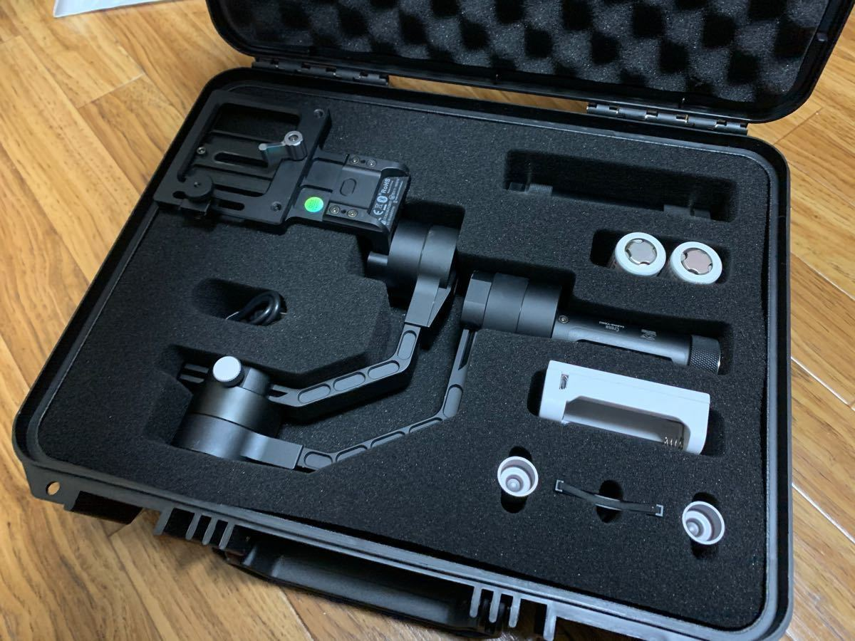 【美品】Zhiyun Crane V2 電子スタビライザー ジンバル ハンドル付き GH5 ミラーレス一眼など