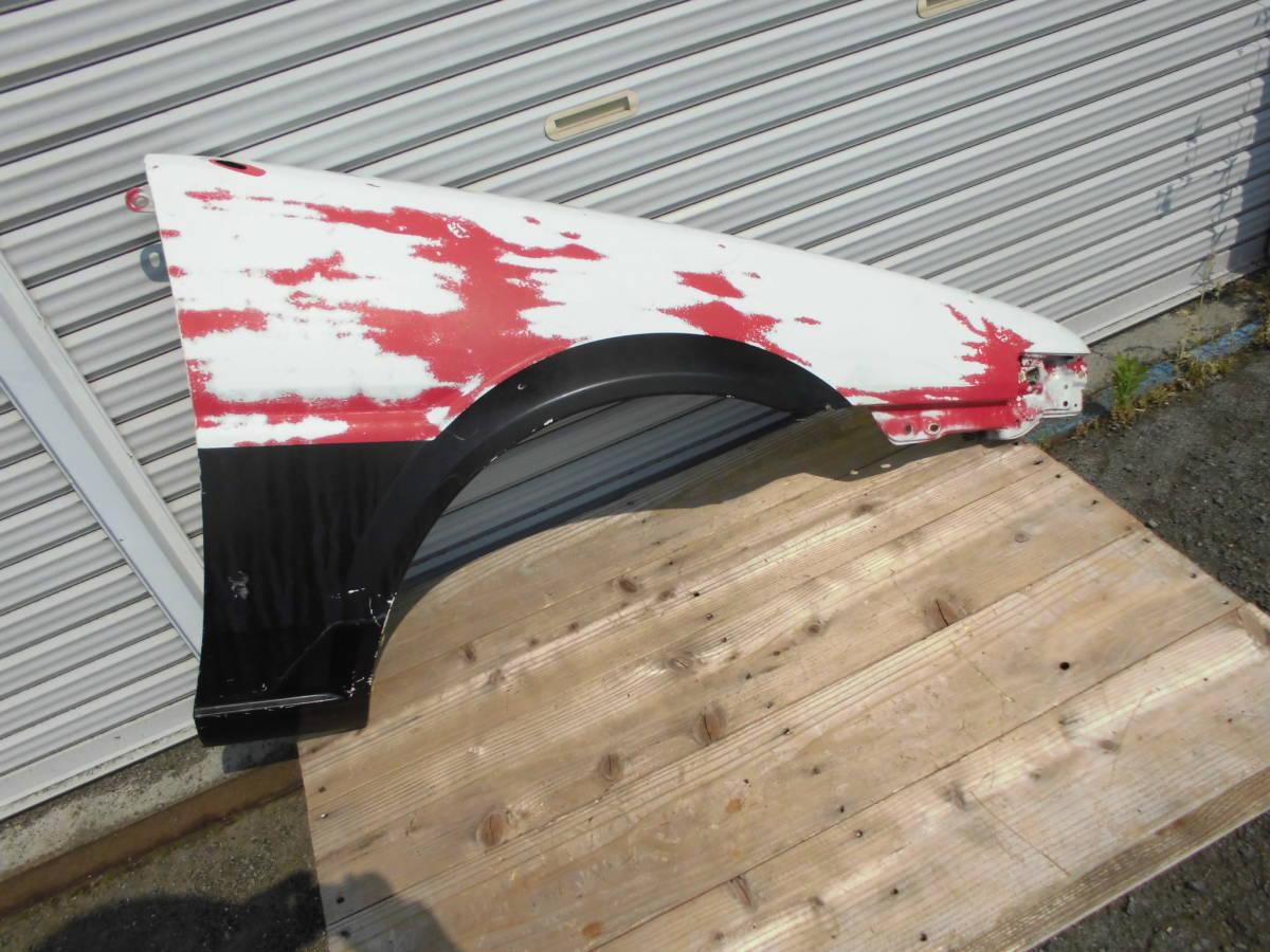 中古美品 AE86 トレノ フロントフェンダー 赤黒 右フェンダー 鉄フェンダー ノーマル 運転席側 アンテナ穴あり 純正フェンダー 爪折なし_画像2