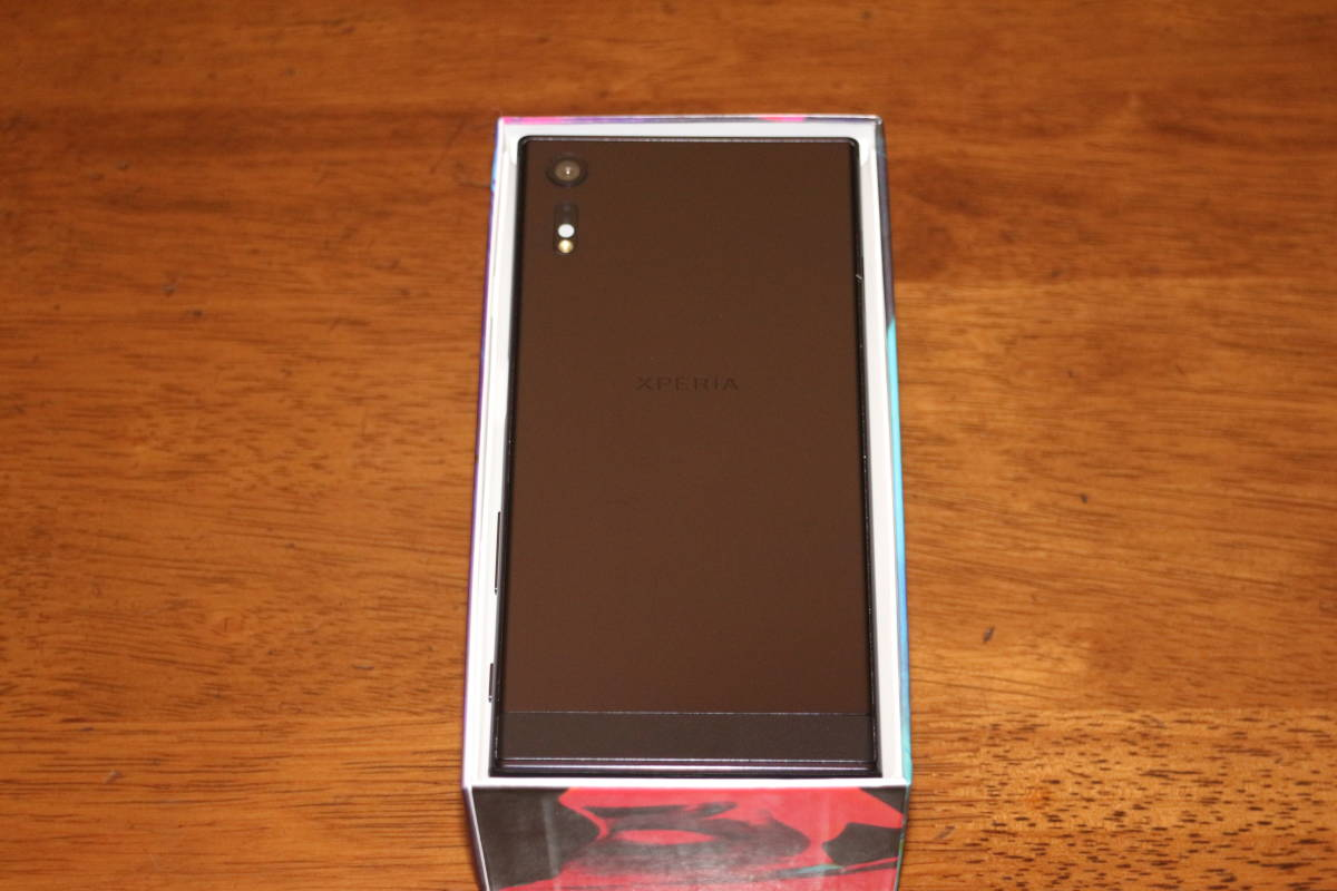 ☆新品同様☆ ソニー Sony Xperia XZ F8331 5.2インチ ブラック SIMフリー NFC対応 国際版 最新OS v.8.0.0 並行輸入品 日本語完全対応_画像4