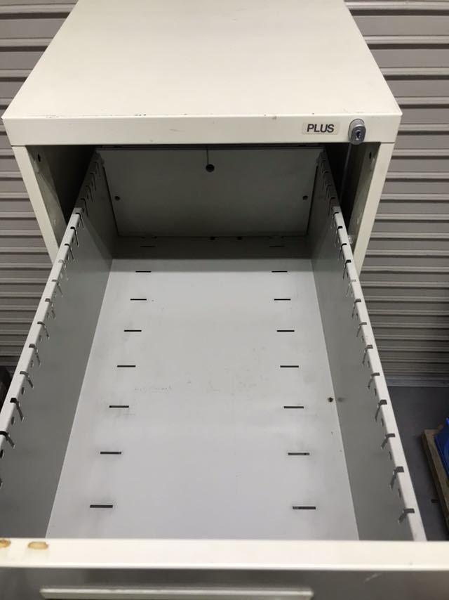 PLUS プラス ファイルキャビネット A4対応 4段 A4-4 中古 スチール 書庫_画像2