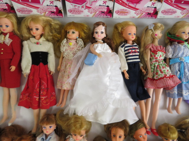 C190614 ☆★ 昭和 懐かしい リカちゃん人形 洋服 小さな白い家具 など 色々おまとめ ★☆ _画像6