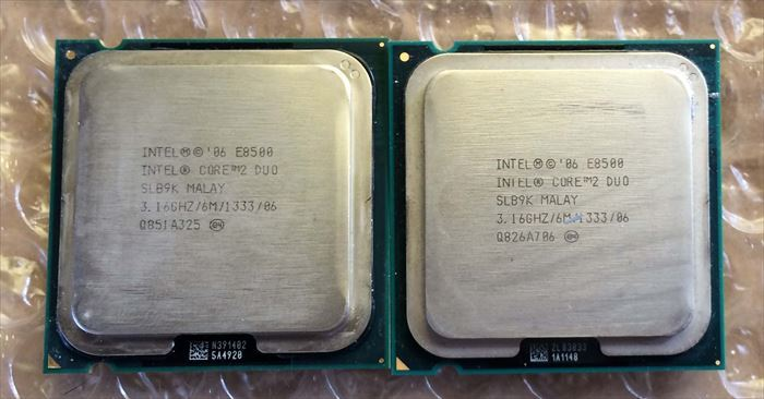 Core2 Duo E8500 2枚組み・送料無料 ④