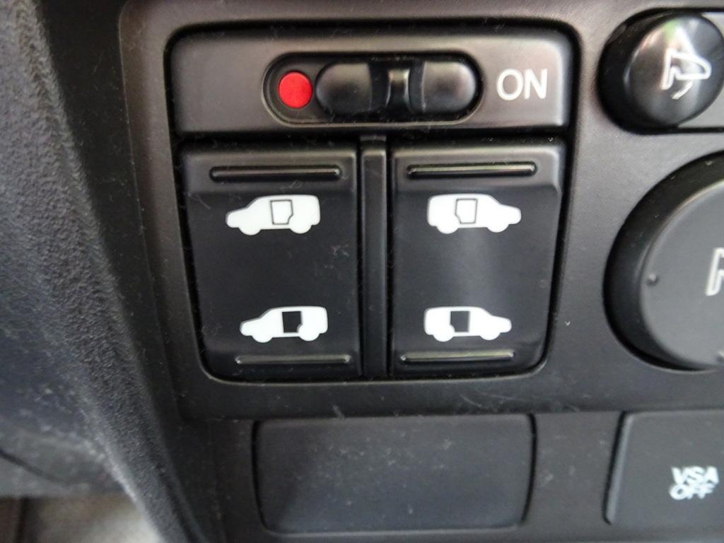 両側電動オートスライドドア