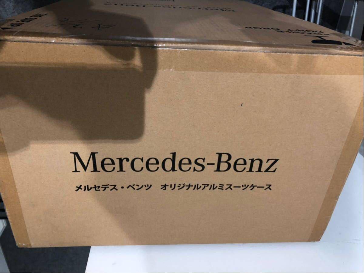 新品 大容量65L 未開封元箱入 メルセデス・ベンツ オリジナル アルミ キャリーケース アルミスーツケース_画像2