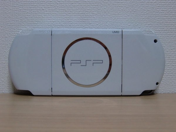 SONY PSP-3000 パール・ホワイト 完動品 純正バッテリー & メモステ4GB & UMD付属 クリックポスト可(K) 同梱順位B_画像2