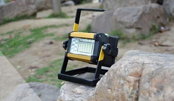 充電式 LED 投光器 50W/ワークライト 屋外照明 釣り フィッシング 作業灯 アウトドア ポータブル投光器 ライト ハンドライト 非常灯_画像2
