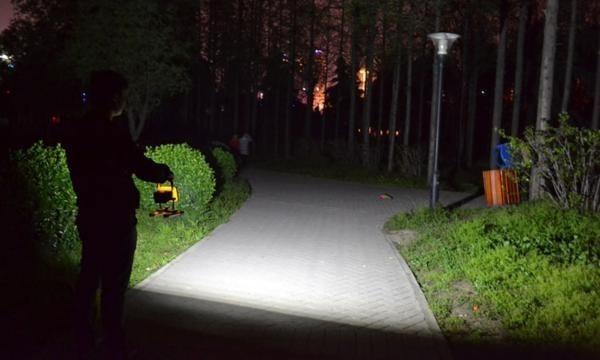 充電式 LED 投光器 50W/ワークライト 屋外照明 釣り フィッシング 作業灯 アウトドア ポータブル投光器 ライト ハンドライト 非常灯_画像3