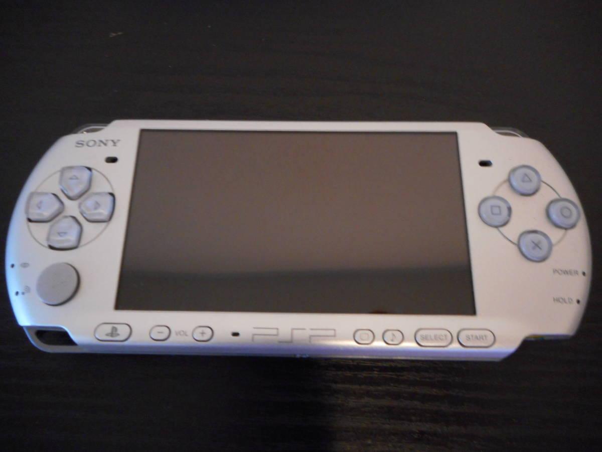★【送料無料】PSP-3000本体 箱 取扱説明書 メモリーカード ソフト2本 中古美品 即プレイ可能_画像3