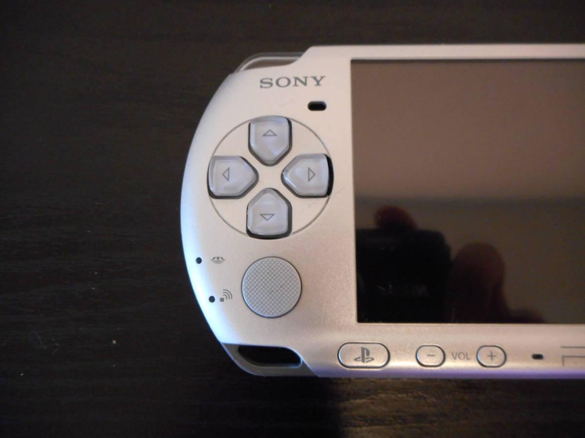 ★【送料無料】PSP-3000本体 箱 取扱説明書 メモリーカード ソフト2本 中古美品 即プレイ可能_画像4