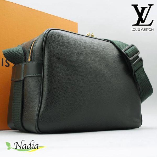 ■【ほぼ未使用】ルイヴィトン Louis Vuitton タイガ リポーターPM 斜め掛け ショルダーバッグ メンズ エピセア 鞄 かばん 定価約15万
