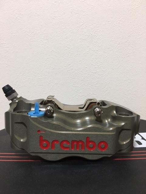 正規品 未使用 brembo ブレンボ キャリパ- CNC 220A01610 左右SET 108㎜ 定価150000- GSX-R CBR YZF-R1 ZX-10R _画像3