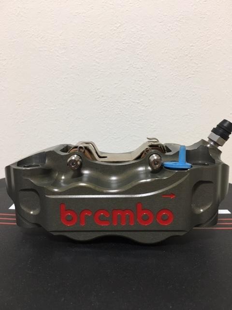 正規品 未使用 brembo ブレンボ キャリパ- CNC 220A01610 左右SET 108㎜ 定価150000- GSX-R CBR YZF-R1 ZX-10R _画像2