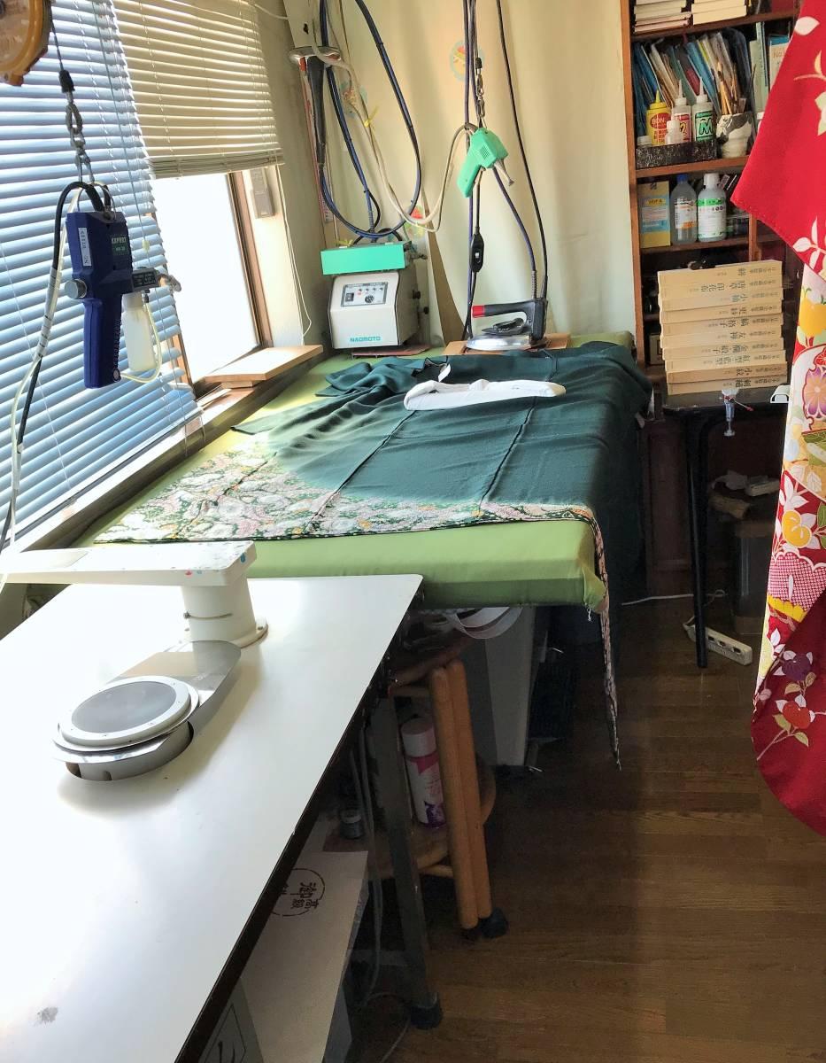 しみ抜き部分洗い『単衣羽織・コート』 A _プレス仕上げは入念に作業します