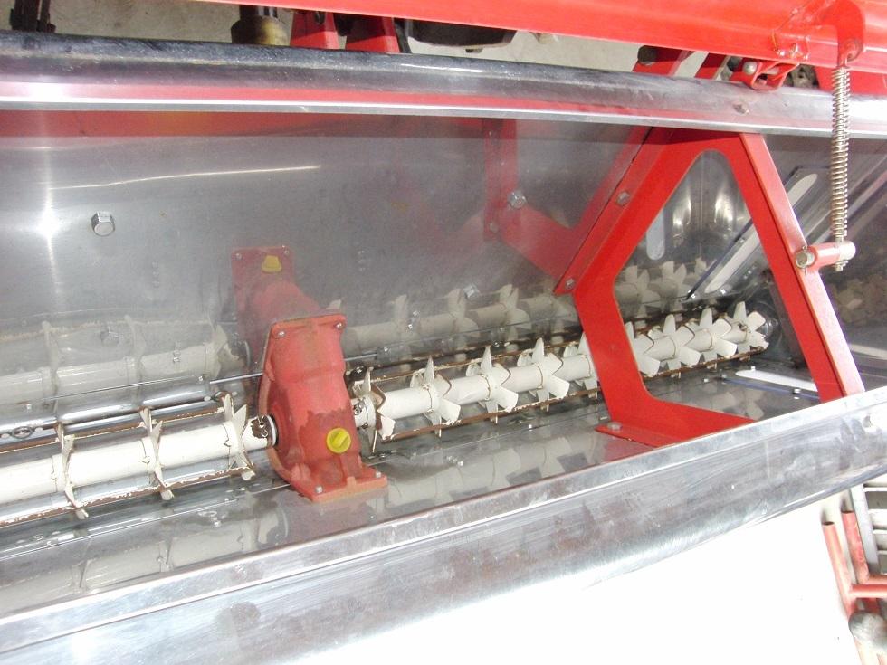 安心の即決価格♪ 人気のNIPRO / ニプロ トラクターPTO駆動肥料散布機 FT-1805 ライムソワー_画像6