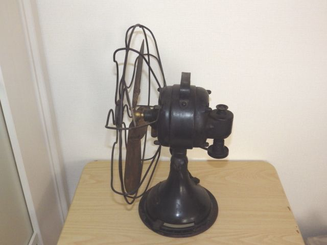 ◆戦前 芝浦電気(東芝) 扇風機 真鍮4枚羽根30cm 2031 重量7.2kg 鉄製ボディ◆ジャンク_画像2