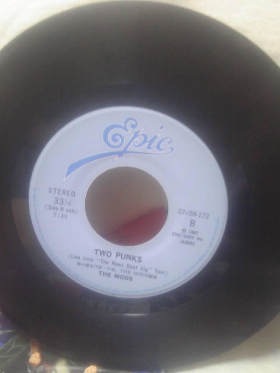 THE MODSシングルレコード「激しい雨が」B面TWO PUNKS LIVE_画像3