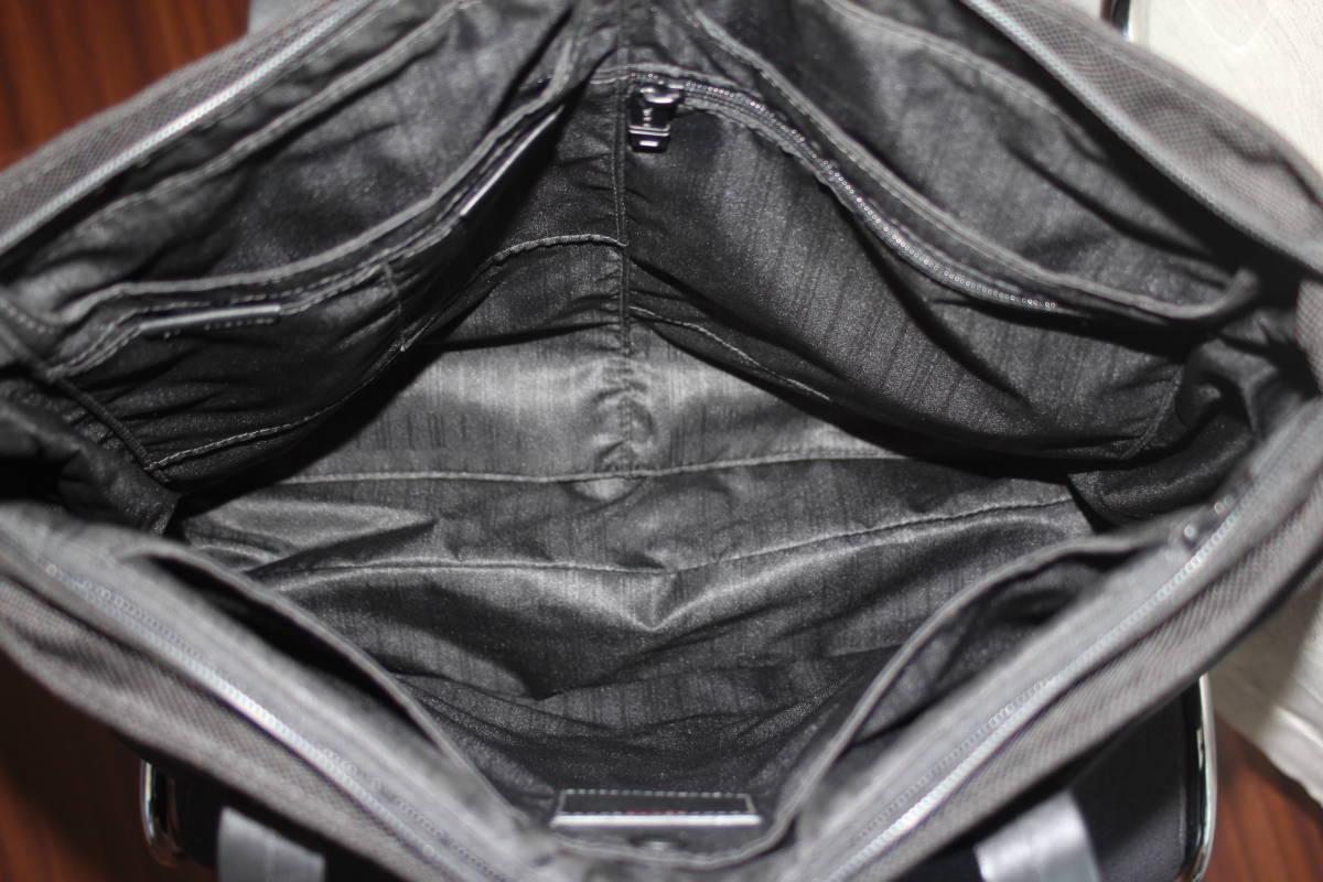 調整できるハンドルで肩掛け可能★TUMIトゥミ★「Style 22157」コンパニオントートバッグ★ビジネスブラック★とてもキレイな状態です♪_画像9